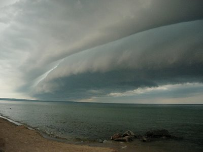 shelf-cloud-near-sea-beach-usa